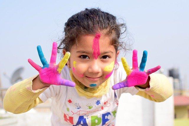 ruce od barvy