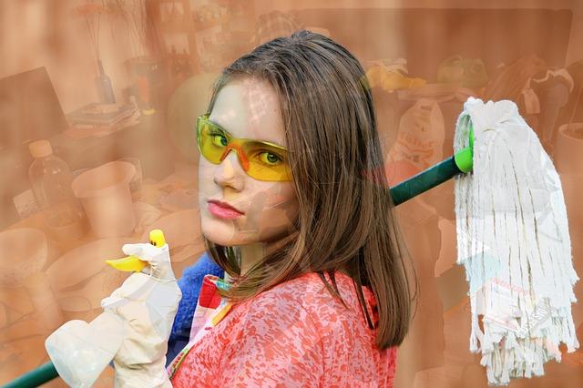 Žena s mopem